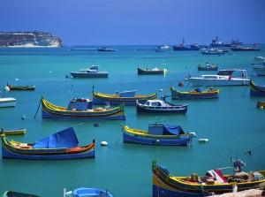 El puerto de Marsaloxx y sus típicos botes, los Luzzi.