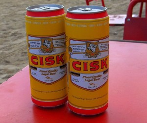 La fresca y suave cerveza Cisk.