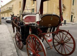 Una de las calesas turísticas de La Valleta (también circulan en Mdina), los karrozzini. Foto de Arnaldo Interata.