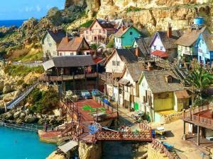 Foto del pequeño parque de atracciones del Pueblo Popeye Village. Foto de lichtjaeger66.