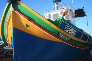 Uno de los luzzu, los barcos pesqueros típicos de Malta.