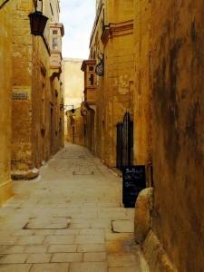 Callejuelas y recovecos, he aquí el verdadero encanto de Mdina. Foto de