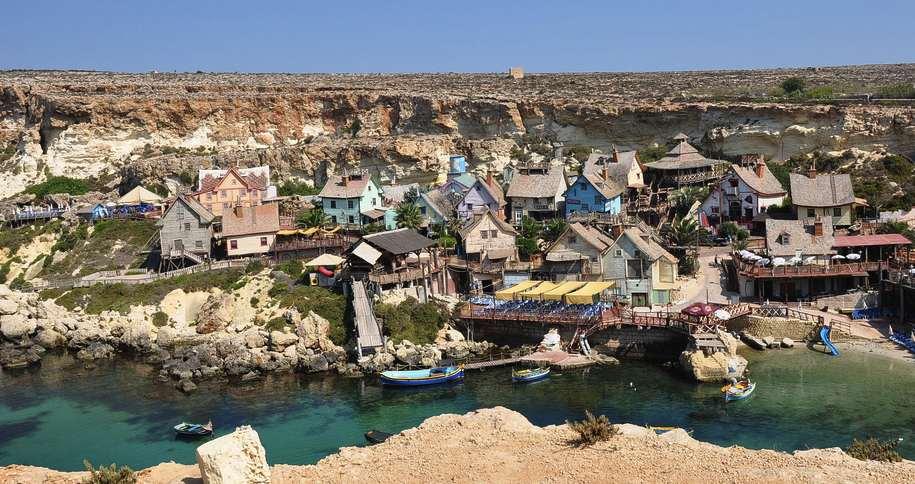 Vista del pequeño parque de atracciones de Pueblo Popeye Village. Cerca de Mellieha.