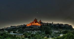 Mdina y su ciudadela amurallada poseen el encanto de la antigua Malta, con palacios y hoteles de lujo.