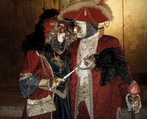 Nuestros asociados son capaces de organizar cuakquier tipo de evento o viaje organizado. En la foto un carnavalesco baile de disfraces.
