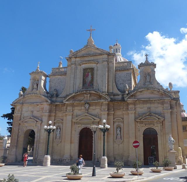 Iglesia de San Pablo en en el centro de Rabat. No se olviden de las pastelerias.